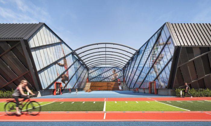 La Garage jeparkovací dům pro Nike sesportovištěm pro přiléhající školu