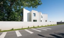 Montessori školka v Klecanech od No Architects