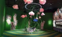 Ukázka zvýstavy Alice: Curiouser and Curiouser