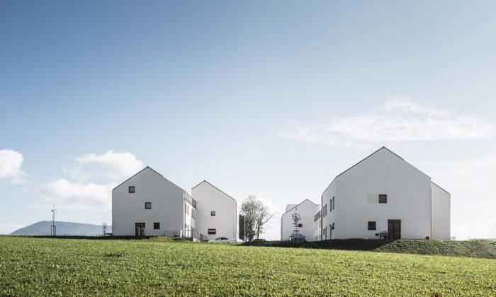 Bytové domy vRožnově pod Radhoštěm dostaly jednoduché tvary sesedlovou střechou
