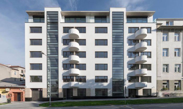 V Brně vyrostl bytový dům Šumavská sfasádou inspirovanou 30.lety