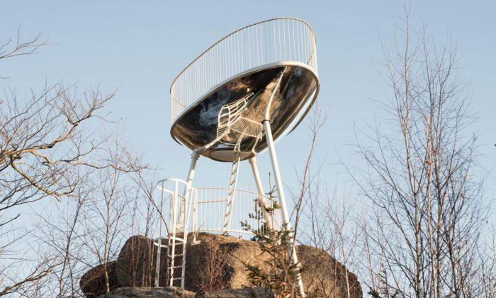 Na vrcholku Malého Špičáku nad Tanvaldem vyrostla futuristická vyhlídka Špička