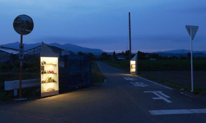 Nendo navrhlo samoobslužné pouliční obchody snadbytečným ovocem azeleninou