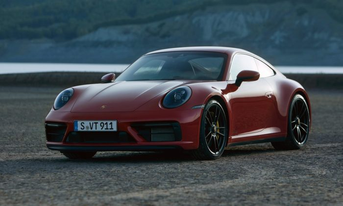 Porsche 911 GTS přijíždí vmodernizované verzi svyšším výkonem ičernými detaily