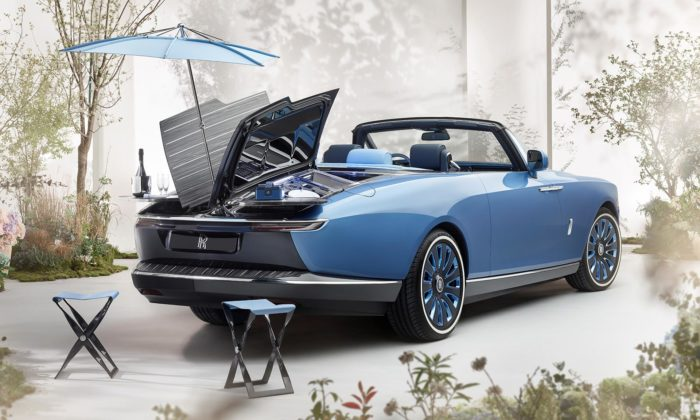 Rolls-Royce postavil nazakázku víkendový Boat Tail připomínající jachtu