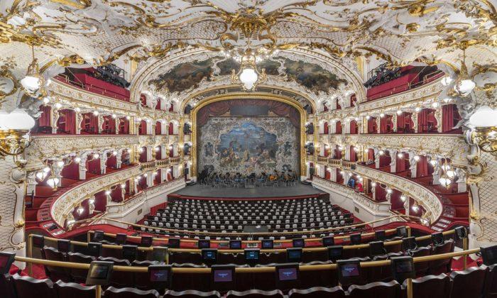 Státní opera Praha dostala povelké rekonstrukci původní krásu alesk