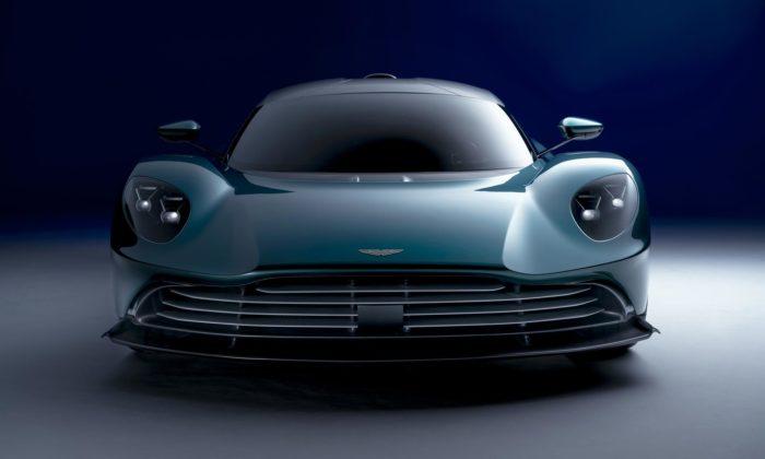 Aston Martin ohromil produkční verzí hybridního supersportu Valhalla
