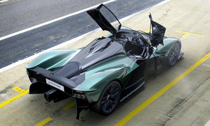 Aston Martin ukázal otevřenou verzi extrémního sporťáku Valkyrie Spider