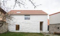 Dům naKozině veměstě Trhové Sviny odAteliéru 111 architekti