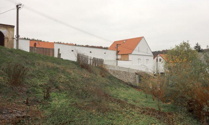 V plzeňské části Bukovec proměnili starou zemědělskou usedlost nabydlení