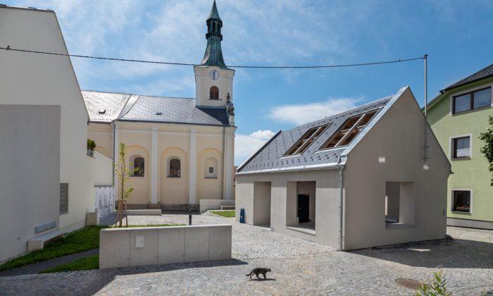 Zchátralý dům zroku 1829 vcentru Fryštáku seproměnil naměstský altán skašnou