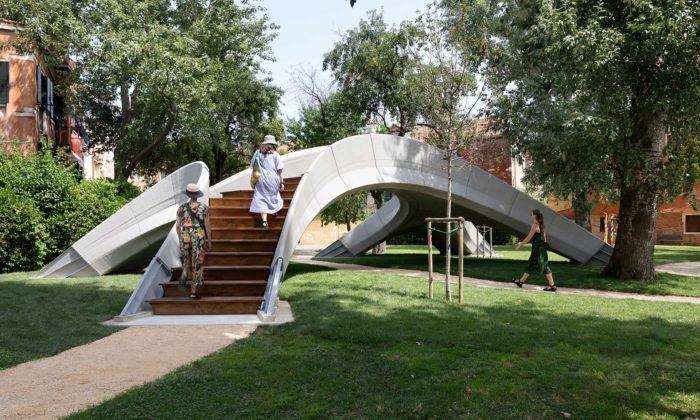 Zaha Hadid Architects postavili první 3Dtištěný betonový most nazvaný Striatus