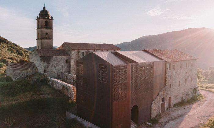 Klášter naKorsice zroku 1480 byl dostavěn měděnou přístavbou