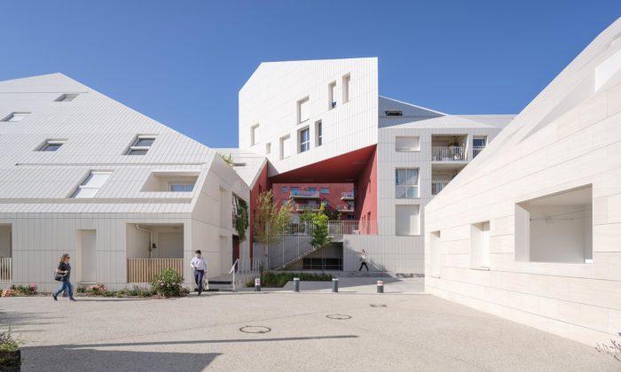 MVRDV postavilo vBordeaux bílý bytový dům snádvořím vbarvě vína