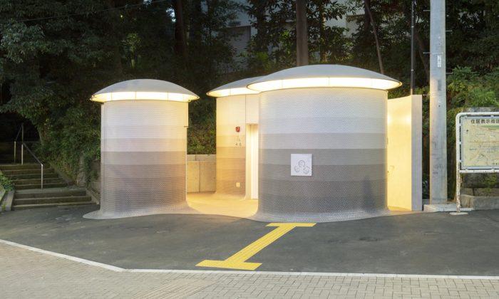 Toyo Ito postavil uparku vTokiu veřejné toalety připomínající tři houby