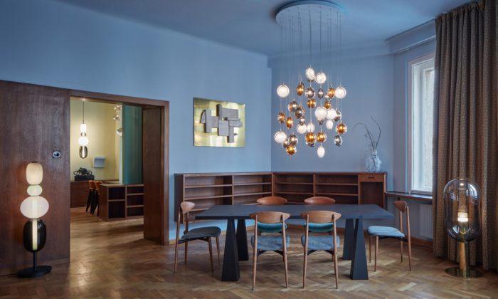V kubistickém domě Diamant zroku 1912 vznikl Bomma Atelier plný svítidel