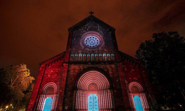 Videomappingem nakostel vKarlíně odstartuje čtyřdenní festival světla Signal