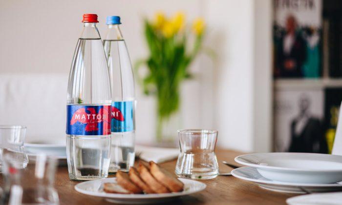 Marek Mikovec navrhl novou litrovou vratnou láhev pro Mattoni
