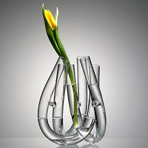 České minimalistické skleněné vázy Triu