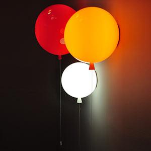 Skleněné balónky jako česká svítidla Memory