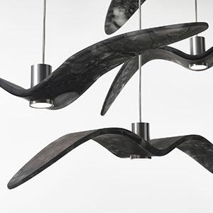 Čeští sklenění ptáci jako svítidla Night Birds